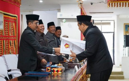 Delapan Fraksi DPRD Siap Bahas Raperda APBD-P Lamsel 2019