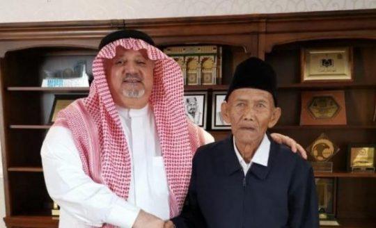 Video Viral, Raja Salman Berangkatkan Haji Kakek Berusia 100-an Tahun dari Indonesia