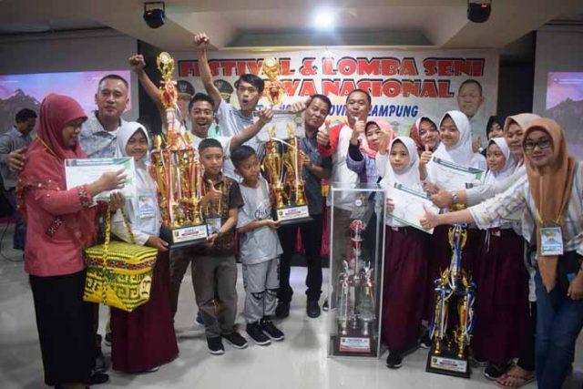 Para duta seni Lampung Barat peraih juara umum FLS2N SD Provinsi Lampung 2019.