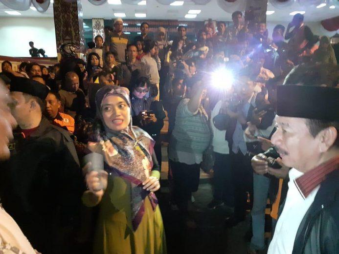 Wagub Lampung Chusnunia Chalim dan Walikota Herman HN bertemu para pengungsi di Kantor Gubernur Lampung.