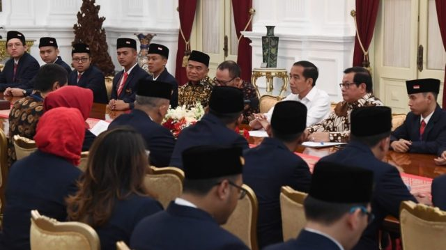 Presiden Jokowi menerima Delegasi WorldSkills 2019 yang akan berlomba di Kazan, Rusia, 22-27 Agustus, di Istana Merdeka, Jakarta, Rabu (14/8) pagi. (Foto: Setpres/ES)