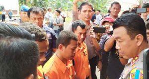 Kapolres Lamsel, AKBP M Syarhan saat mengintrogasi tersangka penyelundupan 1,4 Kg sabu-sabu modus baru
