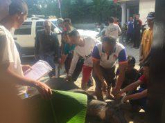 Suasana pemotongan hewan di kantor DPD PKS Lampura