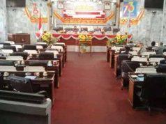 Kondisi ruang sidang paripurna yang diabadikan pada pukul 11.01 WIB.