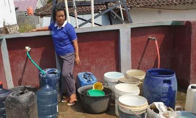Bantuan air bersih dari PT KAI Tanjungkarang.