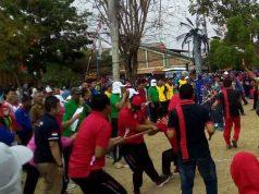 Suasana perlombaan tarik tambang di halaman kantor Pemkab Lampung Utara, Selasa, 13 Agustus 2019.