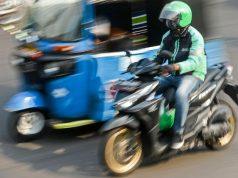 Pengemudi ojek daring (online) melintas di Dr Sutomo, Jakarta, Rabu, 12 Juni 2019. Kementerian Perhubungan (Kemenhub) berencana menurunkan tarif layanan jarak dekat atau sejauh 4 Km untuk angkutan daring (online) ANTARA
