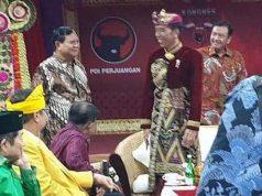 Kepala Badan Intelijen Negara (BIN) Budi Gunawan (Di belakang Jokowi-Prabowo pakai baju kemeja merah) hadir di acara pembukaan kongres V PDIP di Grand Inna Bali Beach pada Kamis, 8 Agustus 2019. Dok. Istimewa