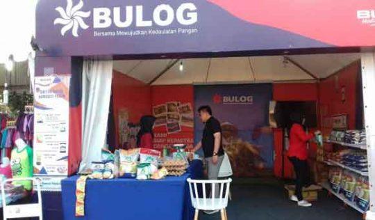 Stand sembako Bulog di arena Pekan Raya Lampung.