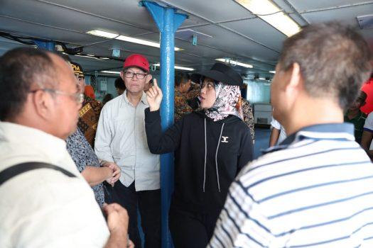Wagub Lampung Sidak Dua Kapal Asing di Perairan Pulau Siuncal Pesawaran
