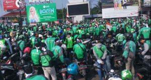 Demo pengemudi Gojek di Bundaran Tugu Adiipura Bandarlampung, Kamis, 5 Agustus 2019.