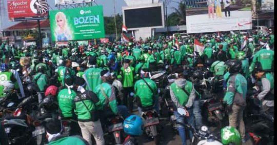 Ribuan Pengemudi Gojek Demo di Bundaran Adipura Bandarlampung, Ini Tuntutannya