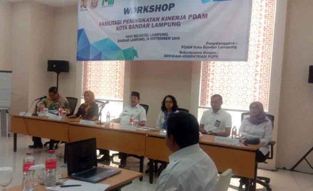 Walikota Herman HN di acara Workshop Fasilitasi Peningkatan Kinerja PDAM Way Rilau serta pembahasan program prioritas untuk menyehatkan PDAM serta peran pemkot dalam upaya pengembangan sistem penyediaan air minum 2020 – 2024.