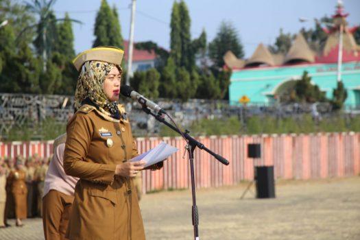 Wagub Nunik saat menjadi Pembina Upacara Mingguan di Lingkungan Pemerintah Provinsi Lampung, Senin (9/9/2019) di Lapangan Korpri Kantor Gubernur.