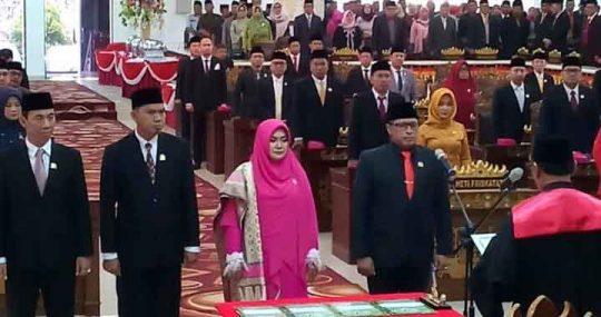 Pelantikan dan pengambilan sumpak ketua DPRD dan wakilnya oleh Ketua PN Tanjungkarang, Pradoko