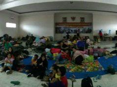 Pengungsi dari Wamena yang ditampung sementara di Lanud Silas Papare Jayapura – Jubi/Arjuna Pademme