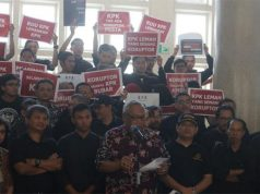 Aksi dosen dan mahasiswa UGM melawan pelemahan KPK. Foto: Pusat Kajian Anti-Korupsi UGM