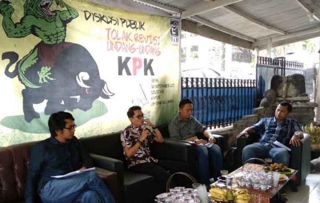 Diskusi Revisi UU KPK di LBH Bandarlampung, Senin, 16 September 2019.