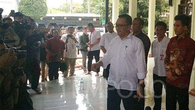 Tersangka kasus suap KONI, Imam Nahrawi mengunjungi Kantor Kementeria Pemuda dan Olahraga untuk berpamitan kepada mantab stafnya, Jakarta, Kamis, 19 September 2019. TEMPO/Irsyan