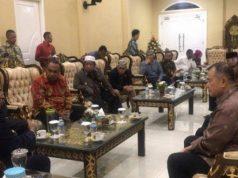 Pertemuan Gubernur Papua Lukas Enembe dengan Wakil Gubernur Sumatera Barat Nasrul Abit di Jayapura, Senin, 30 September 2019.