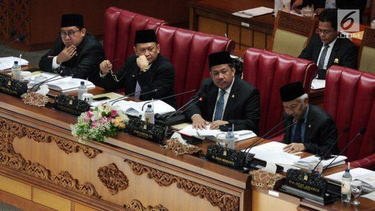 DPR Putuskan Tunda Pengesahan Lima RUU