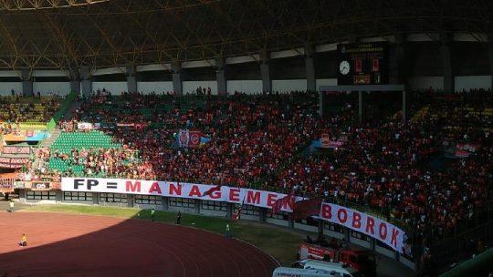 Laga Persija Vs Badak Lampung, Jakmania Bentangkan Spanduk Protes