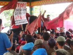 suasana demonstrasi IMM di gedung DPRD Lampung Utara, Senin, 30 September 2019.