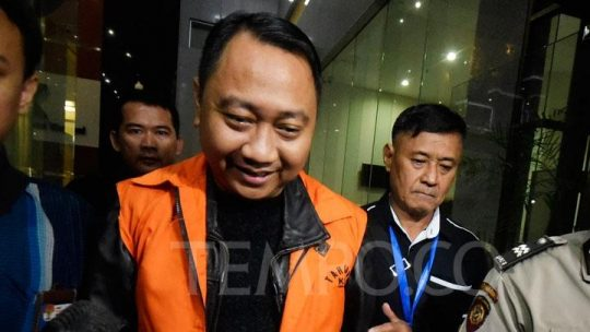 Agung Ilmu Mangunegara mengenakan seragam tahanan KPK (Foto: Tempo.co)