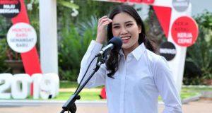 Angela Tanoesoedibjo menyampaikan keterangan pers usai memenuhi panggilan Presiden Jokowi, di Istana Kepresidenan, Jakarta, Jumat (25/10) siang.