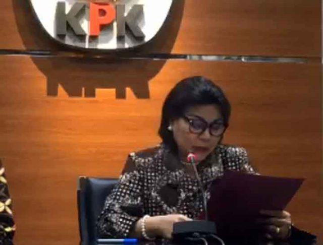 Wakil Ketua KPK Basaria Panjaitan memberikan penjelasan tentang OTT KPK di Lampung Utara, di Kantor KPK, di Jakarta, Senin malam (7/10/2019).