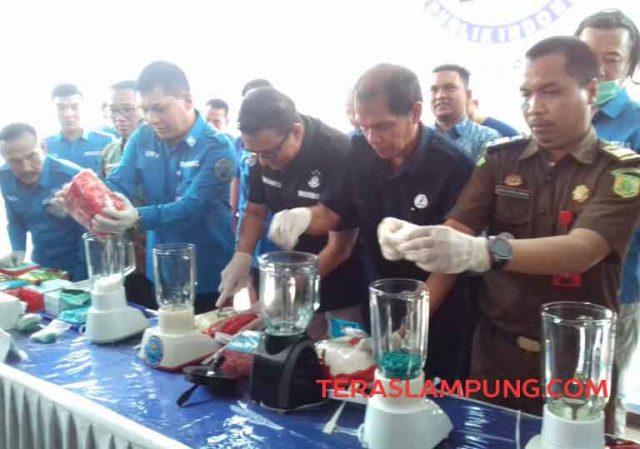 Pemusnahan barang bukti sabu-sabu dan pil ekstasi di BNPP Lampung, Kamis, 3 Oktober 2019.