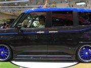 Pengunjung mencoba mobil Daihatsu Thor konsep yang dipamerkan dalam acara Gaikindo Indonesia International Auto Show (GIIAS) 2017 di ICE BSD, Tangerang, 14 Agustus 2017. Konsumsi bahan bakar Daihatsu Thor tercatat 24,6 km/liter tanpa turbo, dan 22,0 km/liter (2WD) dan 21,8 km/liter (4WD). TEMPO/Fajar Januarta