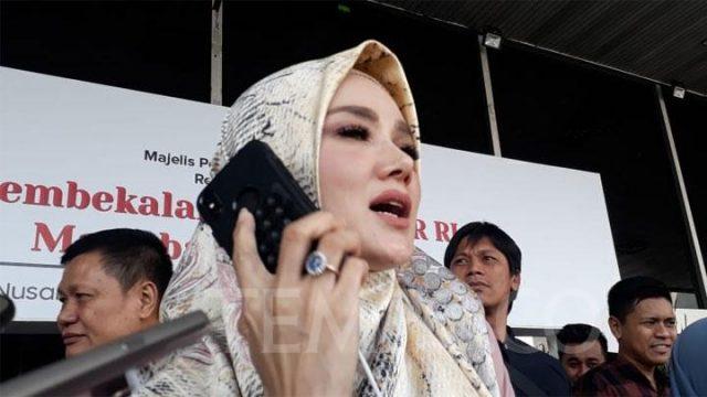 Mulan Jameela saat ditanya soal visi misinya setelah menjadi anggota dewan usai pembekalan Anggota MPR RI di Kompleks Parlemen, Senayan pada Ahad, 29 September 2019. TEMPO/Dewi Nurita