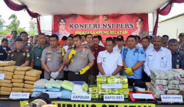 Kapolda Lampung, Irjen Pol Purwadi Arianto, pada acara eskspose kasus penyelundupan narkoba, di Pelabuhan Bakauheni, Rabu (30/10/2019).