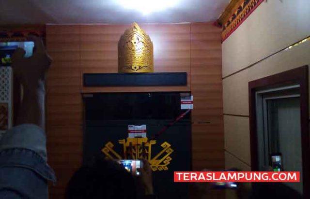 Penampakan ruang kerja Bupati Lampung Utara pada Minggu malam, 6 Oktober 2019.