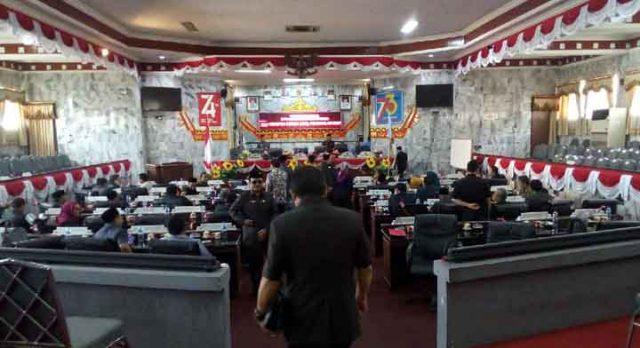 Suasana sebelum sidang paripurna pengumuman AKD di DPRD Lampung Utara, Senin, 28 Oktober 2019.