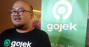 Senior Manager Public Policy and Goverment Relation Gojek Ryan Eka Permana Sakti menjelaskan ke awak media tentang kerjasama Gojek dan Jasa Raharja.