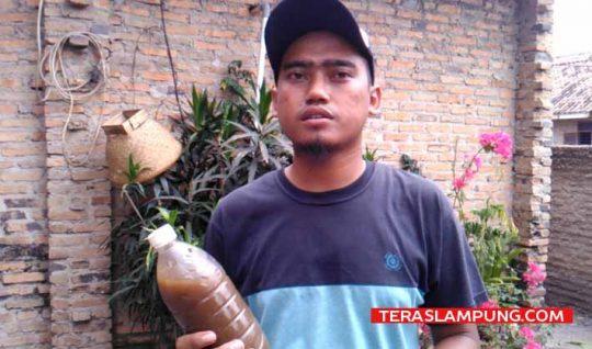 Heri Yulianto, penemu inovasi cairang penghilang bau limbah. Foto: Teraslampung.com/Zainal Asikin