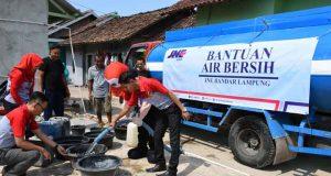 Bantuan air bersih dari JNE Bandarlampung untuk warga Lampung Selatan.