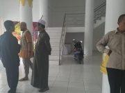 Suasana pascapenghentian secara paksa pemutaran film Kucumbu Tubuh Indahku di Gedung Kesenian Dewan Lampung, di Bandarlampung, Selasa (12/11/2019). Foto: Adol Ayatullah