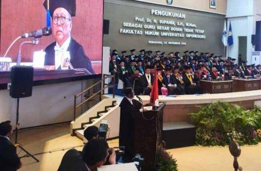 Ketua Kamar Tata  Dikukuhkan Sebagai Guru Besar Undip