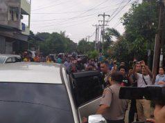 Suasana saat polisi menggeledah rumah keluarga terduga pelaku aksi bom bunuh diri Mapolrestabes Medan, di Jalan Jangka, Gang Tenteram, Medan, Sumatera Utara, Rabu, 13 November 2019. ANTARA
