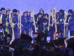 Ketua Umum Partai NasDem Surya Paloh (tengah) bersama Ketua Majelis Tinggi Jan Darmadi (ketiga kanan), Ketua Dewan Pembina Siswono Yudo Husodo (ketiga kiri), Sekjen Johnny G Plate (kedua kanan), Ketua DPP Rachmat Gobel (kedua kanan), Ketua Organizing Committee Amelia Anggraini (kiri) dan anggota Majelis Tinggi Lestari Moerdijat (kanan) memukul alu saat membuka Kongres II Partai NasDem di JIExpo, Jakarta, Jumat 8 November 2019. Kongres II Partai NasDem yang digelar 8-11 November itu mengusung tema Restorasi Untuk Indonesia Maju. ANTARA FOTO/Hafidz Mubarak A