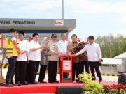 Presiden Jokowi meresmian jalan tol ruas Terbanggi Besar (Lampung) - Kayu Agung (Sumsel), Jumat sore (15/11/2019),
