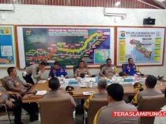 Mabes Polri dan Polda Lampung melakukan koordinasi di Pelabuhan Bakauheni, Sabtu (21/12/2019), terkait pengamanan Natal dan Tahun Baru 2019. Foto: Teraslampung.com/Zanal Asikin