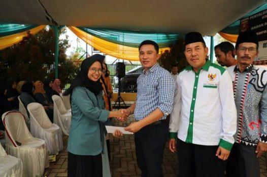 Bupati Lampung Barat Serahkan Beasiswa