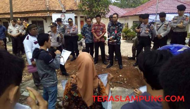 Aksi unjuk rasa Pospera di kantor Inspektorat Lampung Utara, Kamis (5/12/2019).