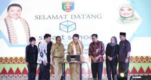Gubernur Lampung meluncurkan aplikasi Smart School, Senin, 16 Desember 2019.