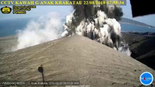 Gunung Anak Krakatau Erupsi, Wisatawan Diimbau Tidak Lewati Jarak Aman 2 Km