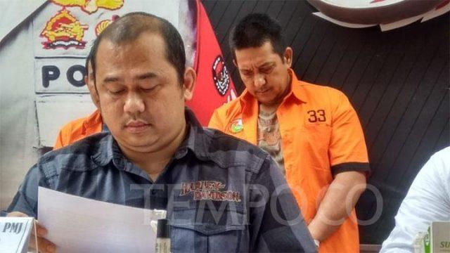 Ibra Azhari mengenakan seragam tahanan bernomor 33 saat dihadirkan dalam konferensi pers di Direktorat Reserse Narkoba Polda Metro Jaya, Senin, 23 Desember 2019. Tempo/M Yusuf Manurung